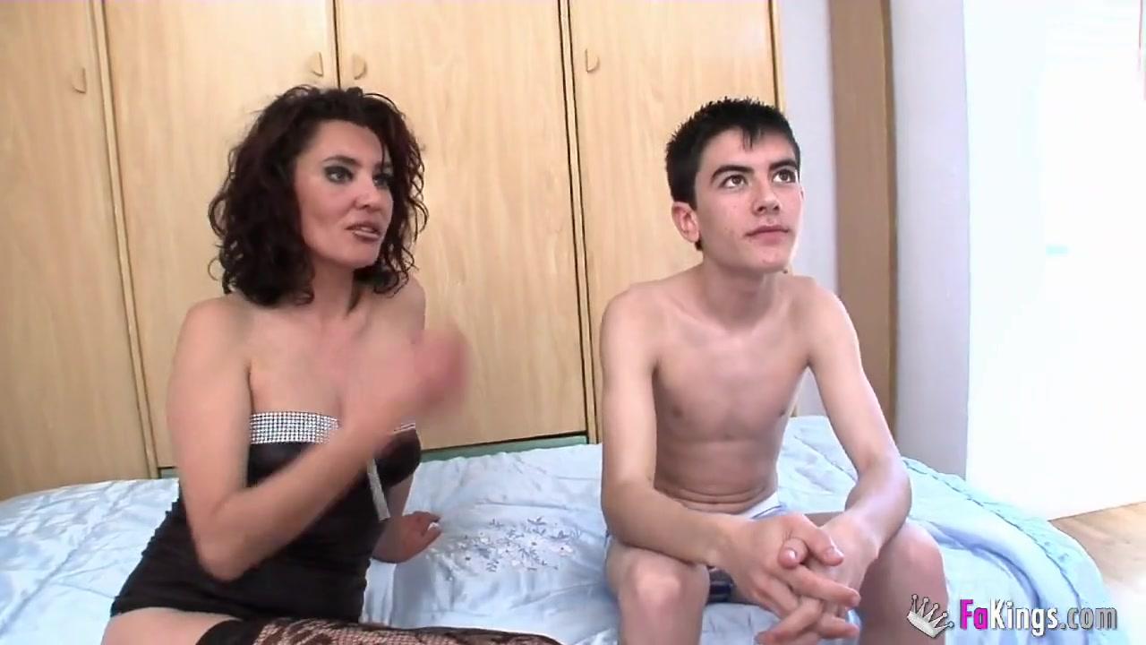 Женщина и худой парень