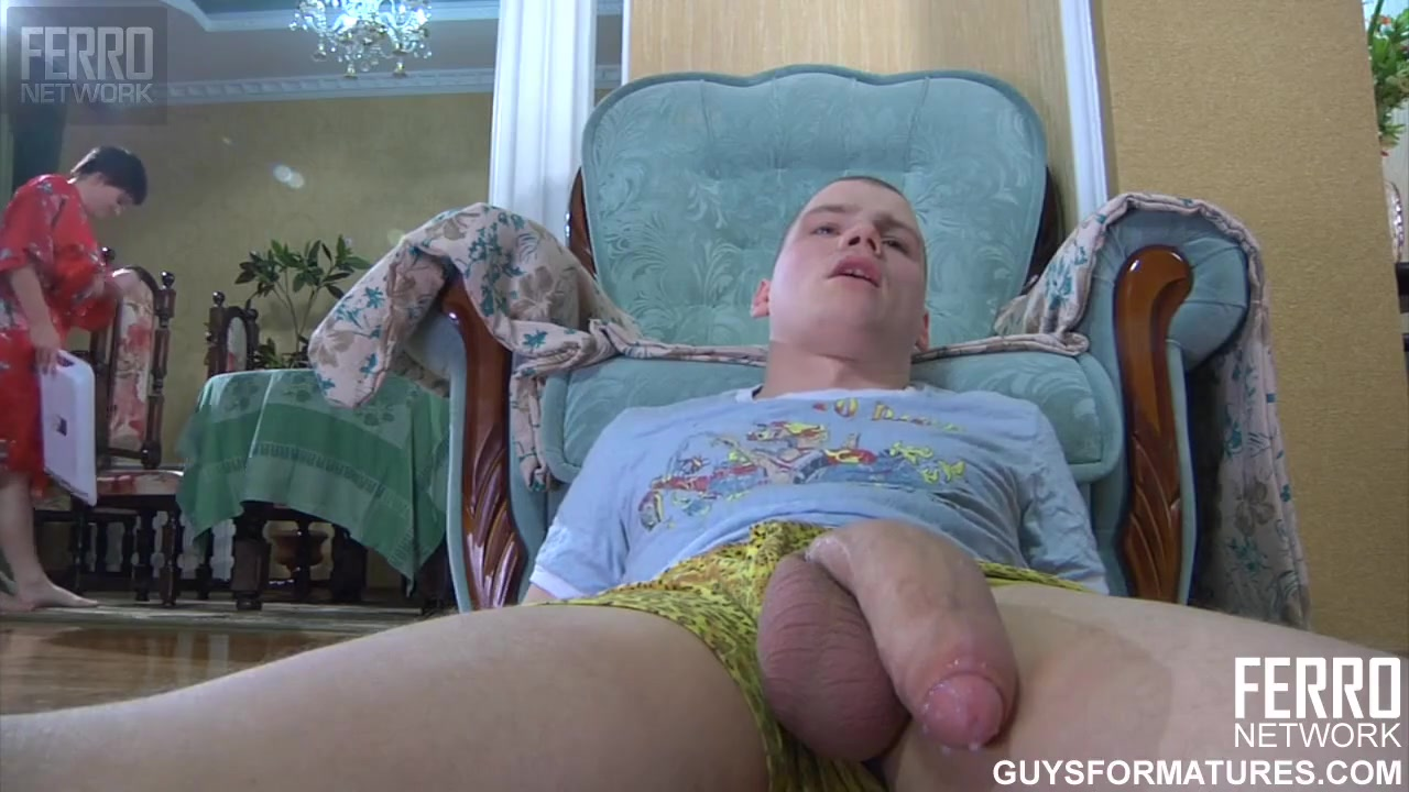 Голодная женщина переспала с молодым парнем