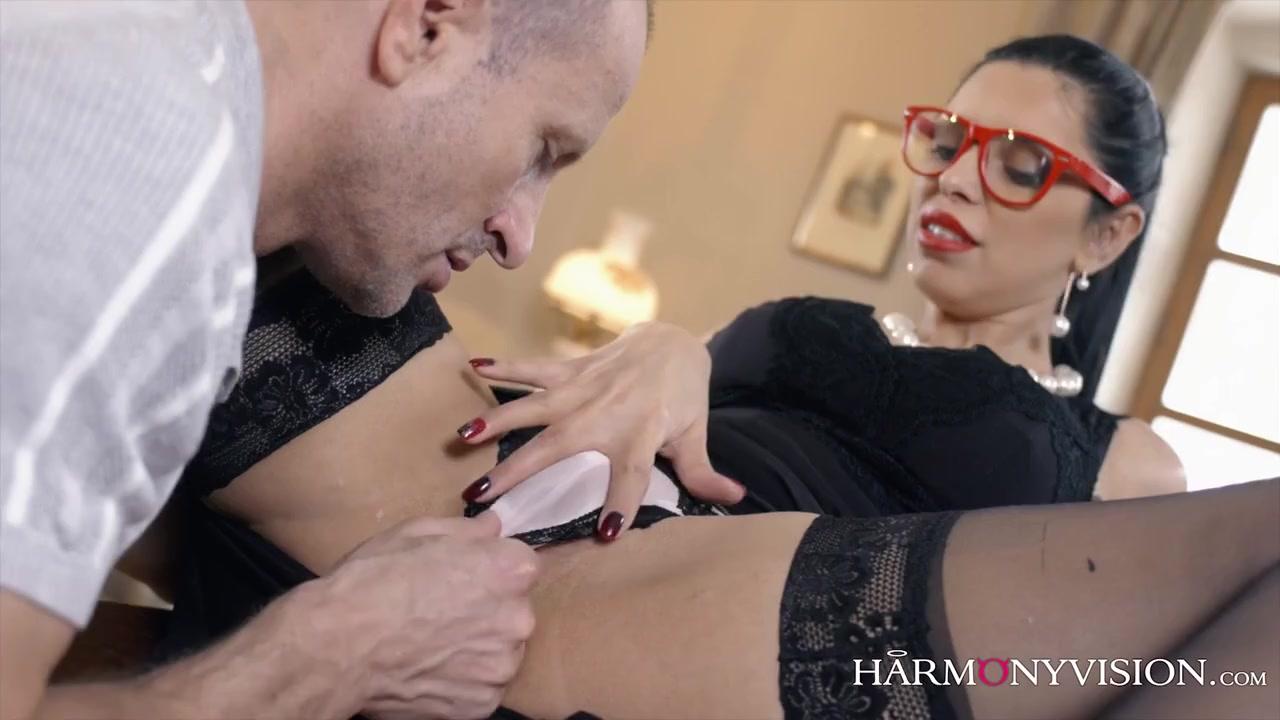 Русская порно модель со взрослым мужчиной