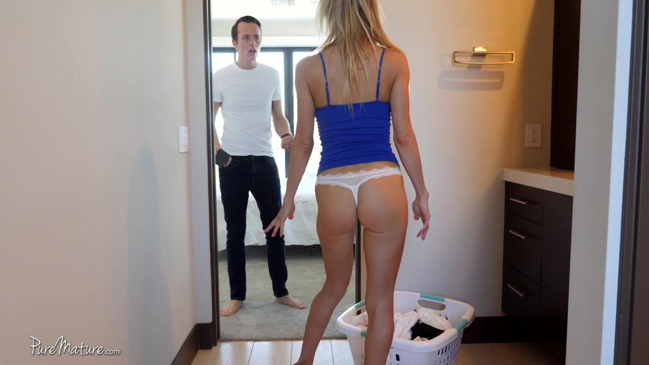 Парень был удивлен увидев в своей ванной полуголую хозяйку хаты