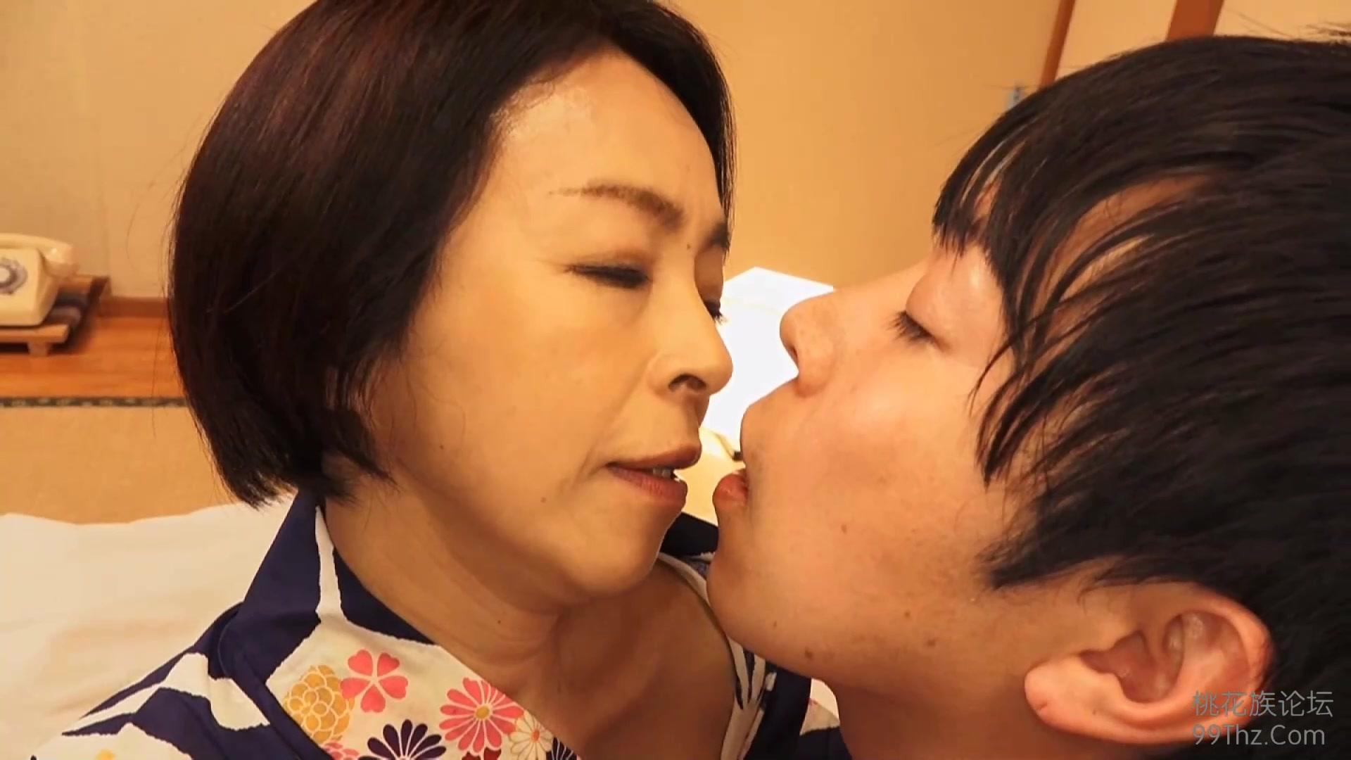 Старая японка с молодым любовником