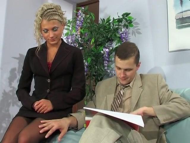 Дрюкнул в анус хорошенькую секретаршу