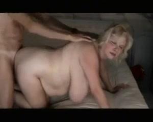 Толстая блондинка ебется с пожилым мужчиной