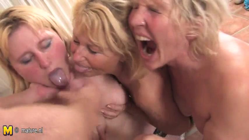 Три старушки с молодым