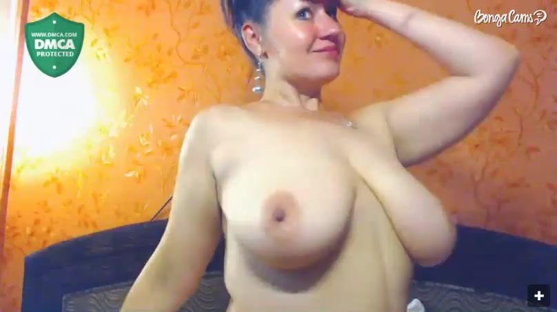 Сисястая русская зрелка танцует тверк и зазывает дрочеров в эфире порно чата
