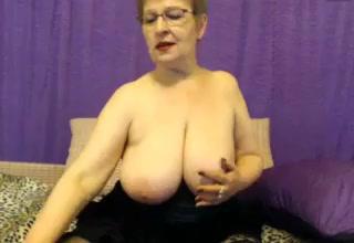 Бабка шалит в порно чате