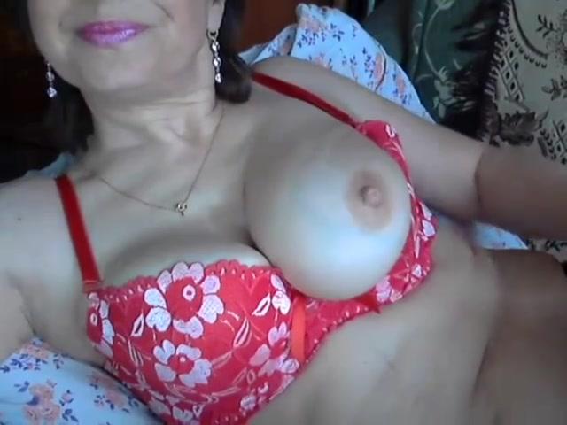Веб-модель в возрасте удовлетворяет вагину секс игрушкой