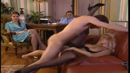 Порно фильм в котором страстные самцы долбят пердаки опытных потаскушек