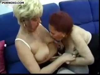 Резиновый член стал причиной оргазма двух старых подружек