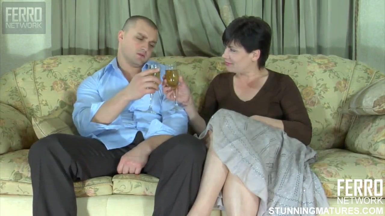 Романтическое свидание закончилось для пышной дамы сексом во влагалище